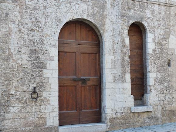 gubbio-extra-door.JPG
