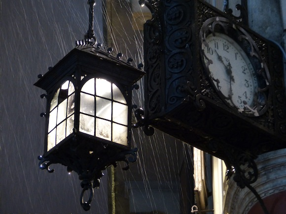 firenze-light-clock-rain.jpg