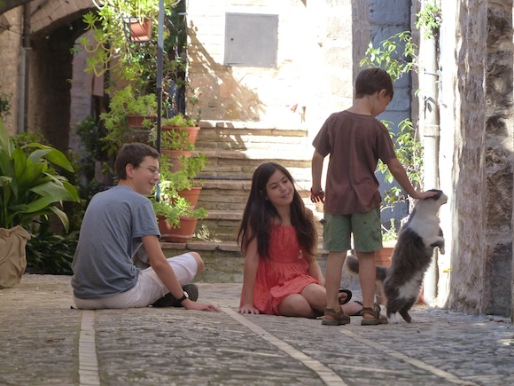 spello-kids-cat.JPG