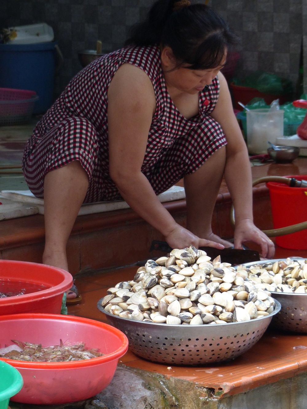 hanoi clam vendor