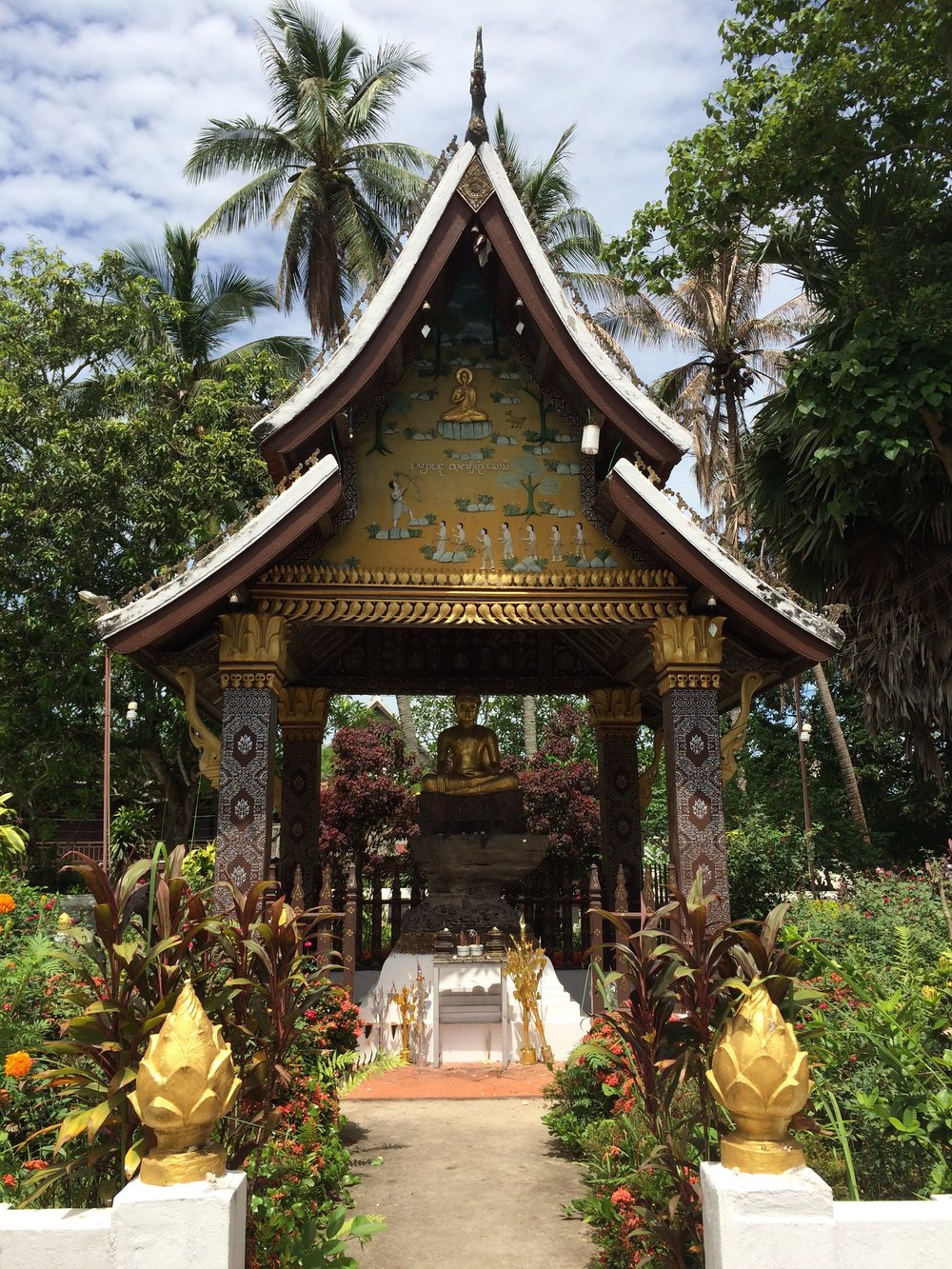 Is there a reason that Lao temples bring in nature?