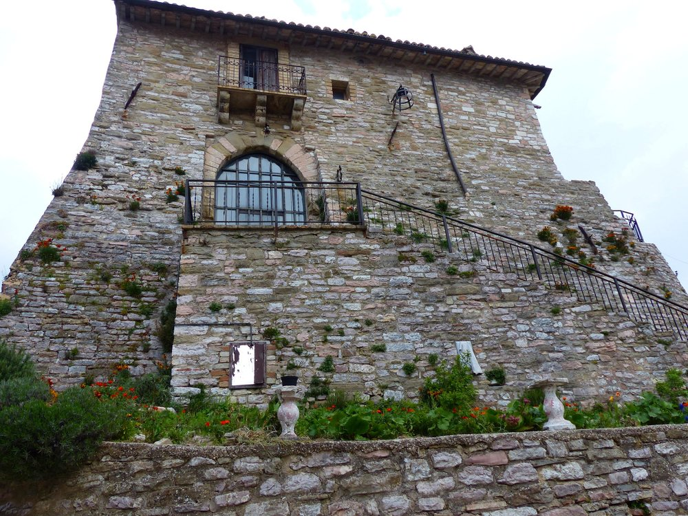 The castle in Armenzano, different from the one I imagined for Santa Lucia, but the idea is the same.