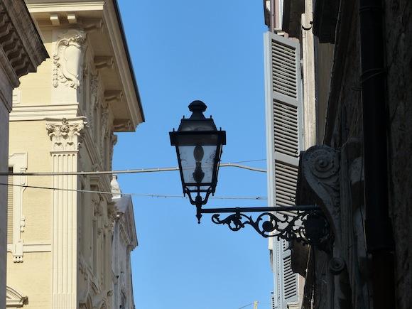 ascoli-lamp.JPG