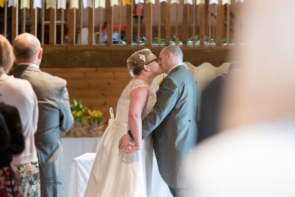 Fleet wedding photographer / Lains barn wedding
