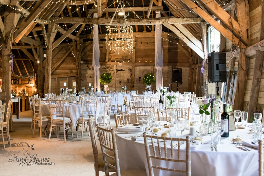 Hampshire wedding photographer / Barn wedding
