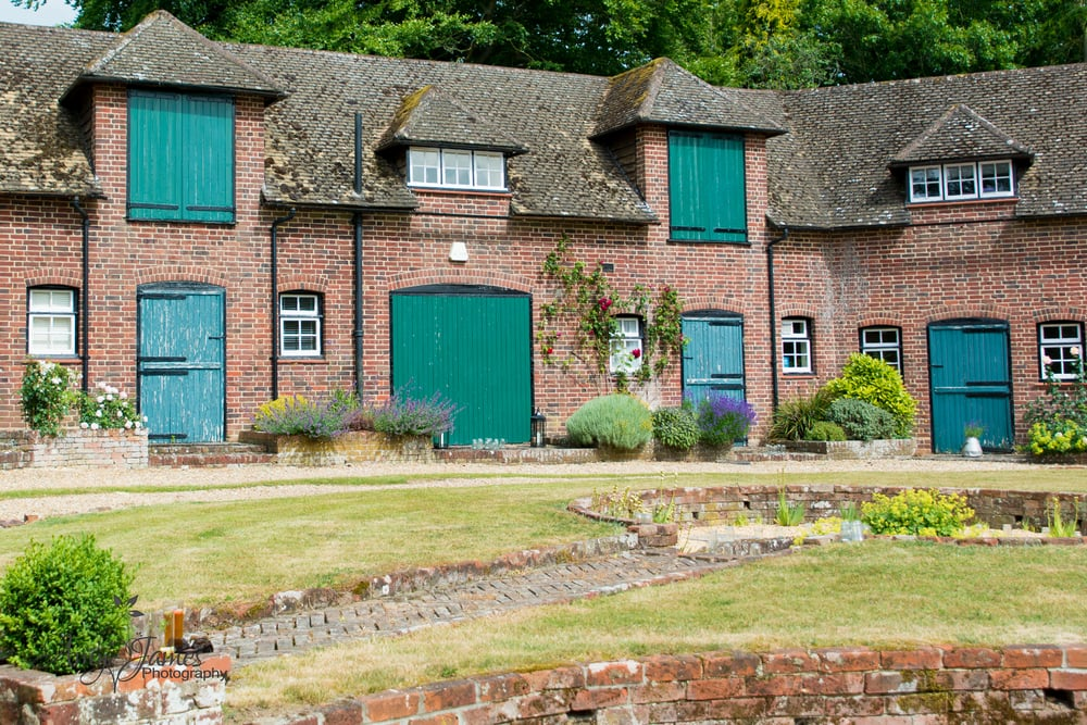 Hampshire wedding photographer / Fleet wedding photographer / Barn wedding