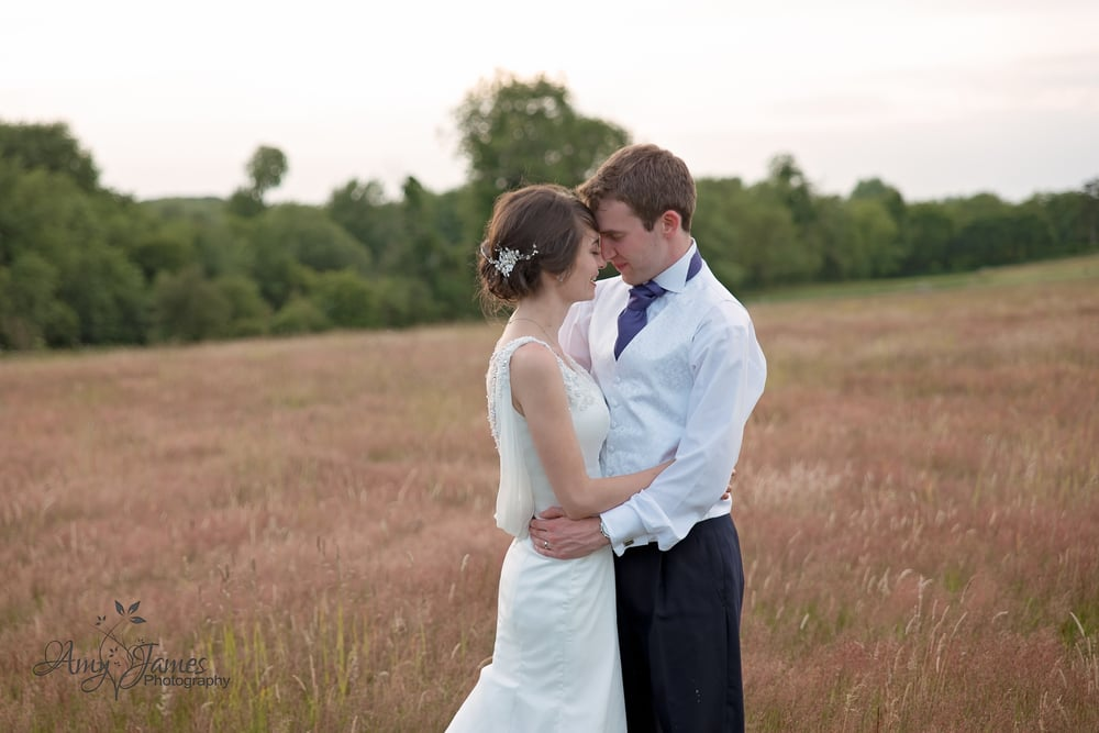 Hampshire wedding photographer / Barn wedding / Fleet wedding photographer