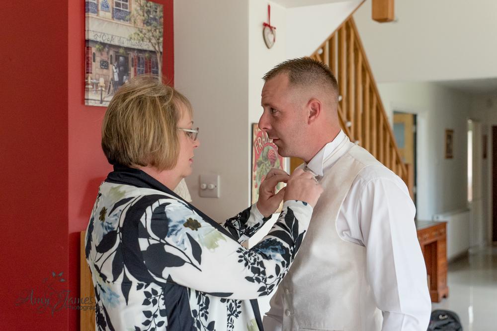 Frimley Hall HOtel wedding // Hampshire wedding photographer // Groom prep // Second wedding photographer