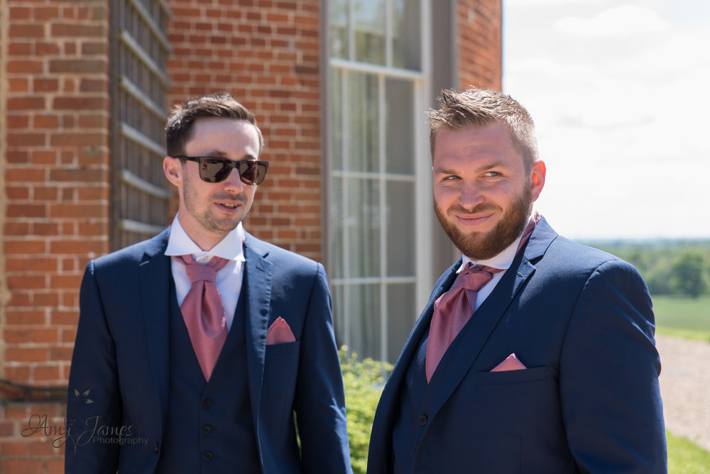 Hampshire wedding Photographer | Fleet wedding photographer | Highfield Park Wedding Photographer | Highfield Park Wedding Venue |Surrey Wedding photographer | Spring Wedding | Amy James Photography