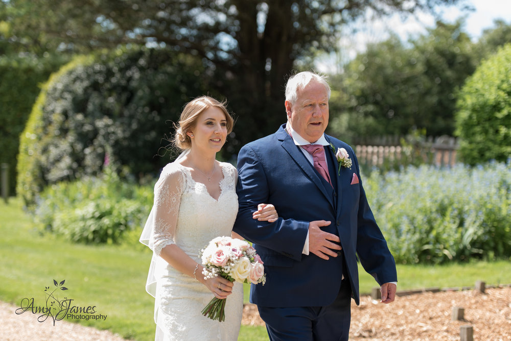 Hampshire Wedding Photographer | Highfield Park Wedding Venue | Highfield Park Wedding Photographer | Amy James Photography | UK Outdoor wedding venue