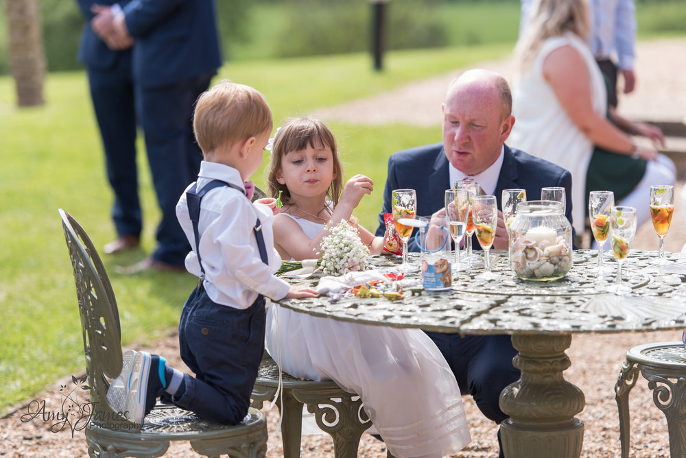 Highfield Park Hampshire Wedding Photogrpaher | Highfield Park Wedding Venue | FLeet Wedding Photographer | Amy James Photography | Uk outdoor wedding venue