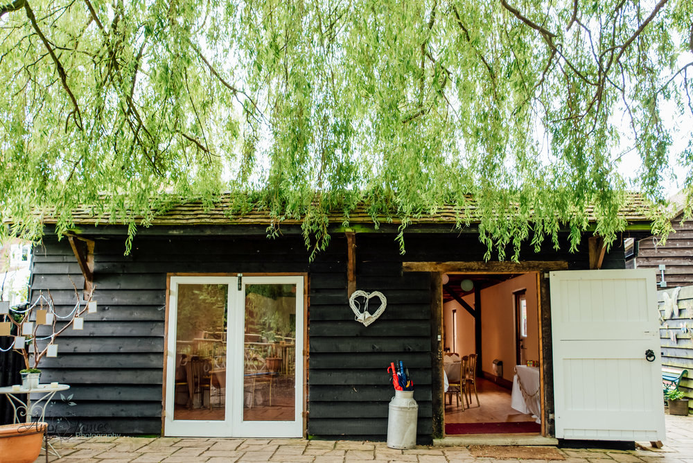 Barn wedding venue - Taplins Place Wedding - Garden Wedding Venue - Amy James Photography - Wedding photographer Hampshire