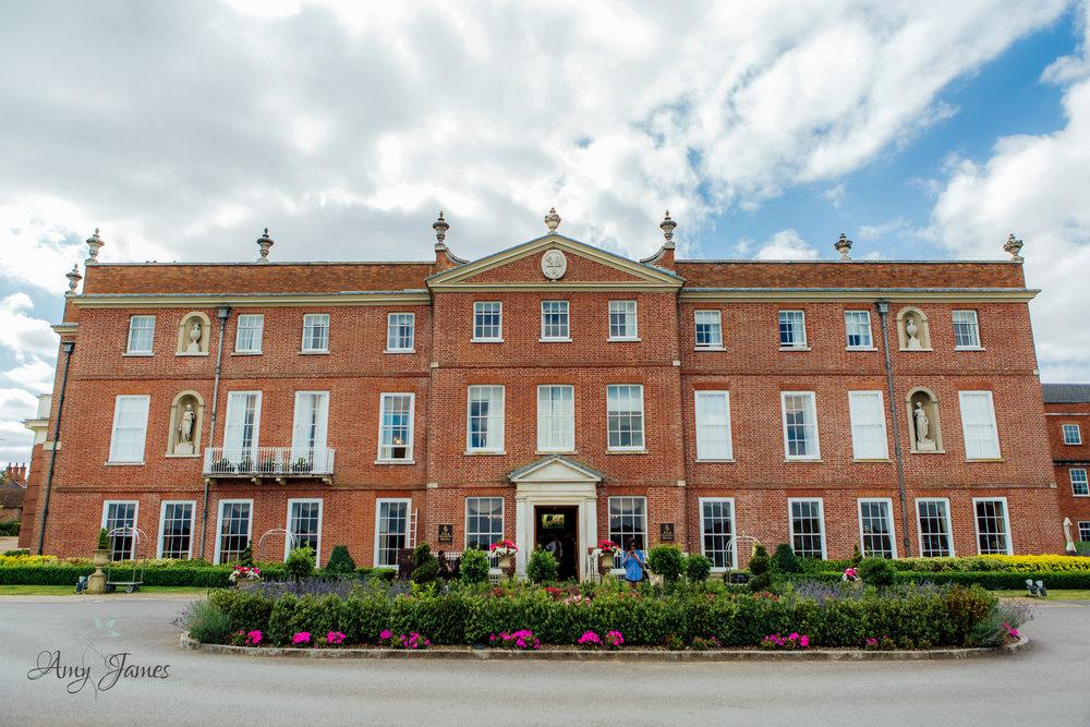 Four Season Hotel Hampshire Wedding Venue - Amy James Photography - Fleet Hampshire documentary Wedding Photographer