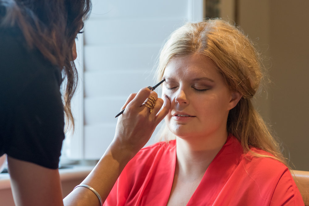 Bridal Prep at The Kings Arms Hotel Christchurch - Amy James photography - Documentary wedding photographer Hampshire