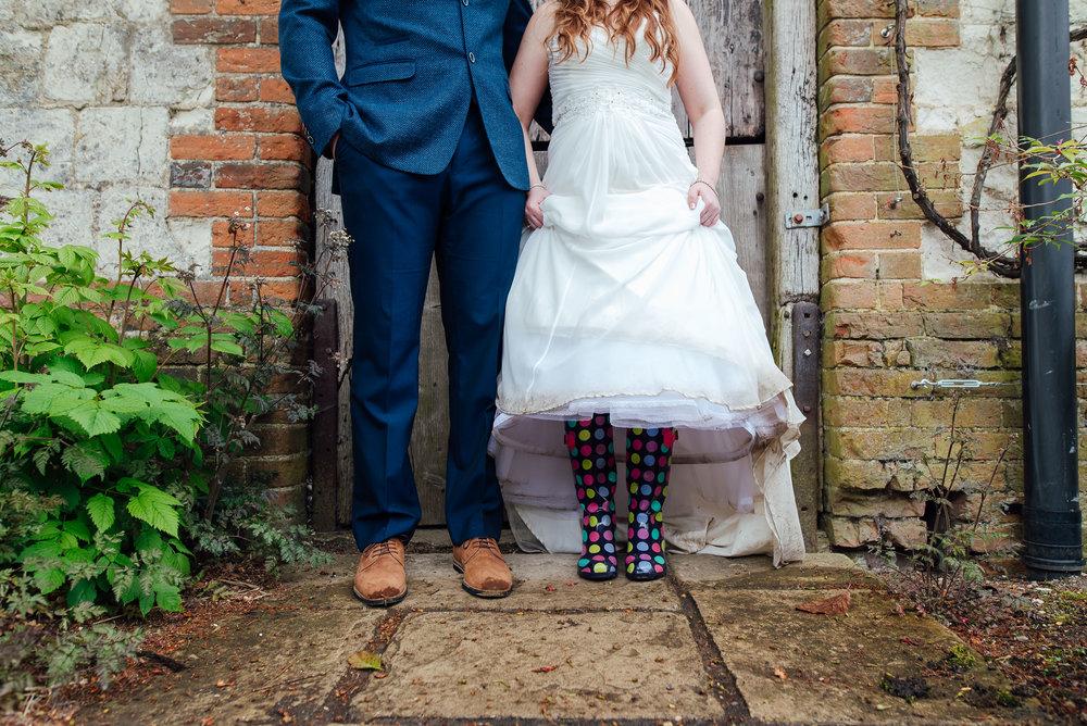 Bury-Court-Barn-Wedding-Venue-Amy-James-Photography-Wedding-Photographer-Hampshire-Documentary-Wedding-Photographer-118.jpg