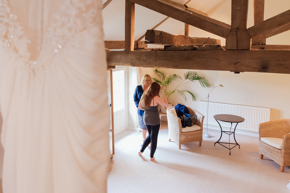 Bury-Court-Barn-Wedding-Venue-Amy-James-Photography-Wedding-Photographer-Hampshire-Documentary-Wedding-Photographer-39.jpg