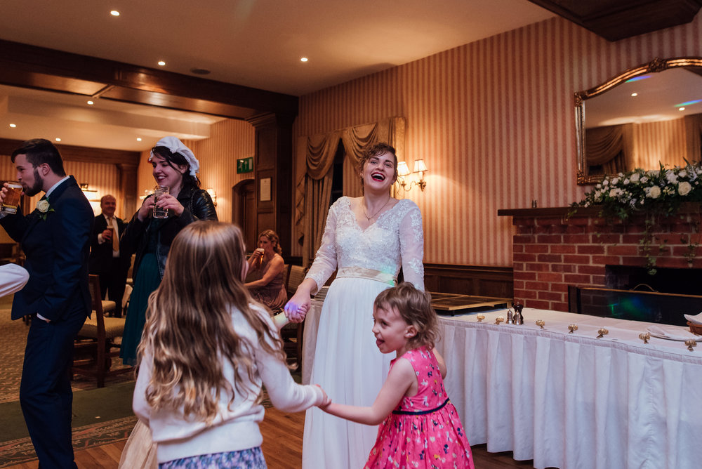 hampshire-wedding-photographer-hampshire / Amy-james-photography / tylney-hall-wedding / tylney-hall-wedding-photographer / hook-hampshire-wedding-venue / autumn-wedding / documentary-wedding-photographer-hampshire / fleet-wedding-photographer-farnborough