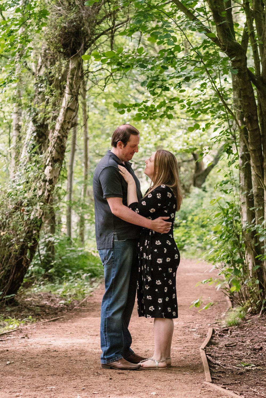 Woodland-engagement-photo-idea / Amy-James-Photography-Hampshire-wedding-photographer-hampshire / Fleet-farnborough-wedding-photographer