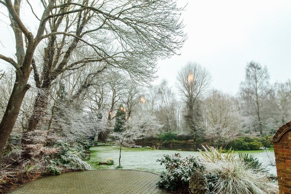 Sarah-Fishlock-Photography-Hampshire-wedding-photographer-hampshire / fleet-wedding-photographer-fleet / hampshire-barn-wedding-venue / hampshire-wedding-venue /wedding-in-snow