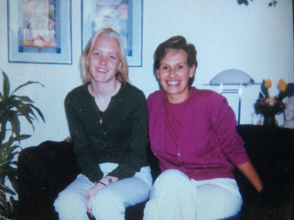 Namesakes Ariane Farnell & Ariane Eggert meet, 2001.