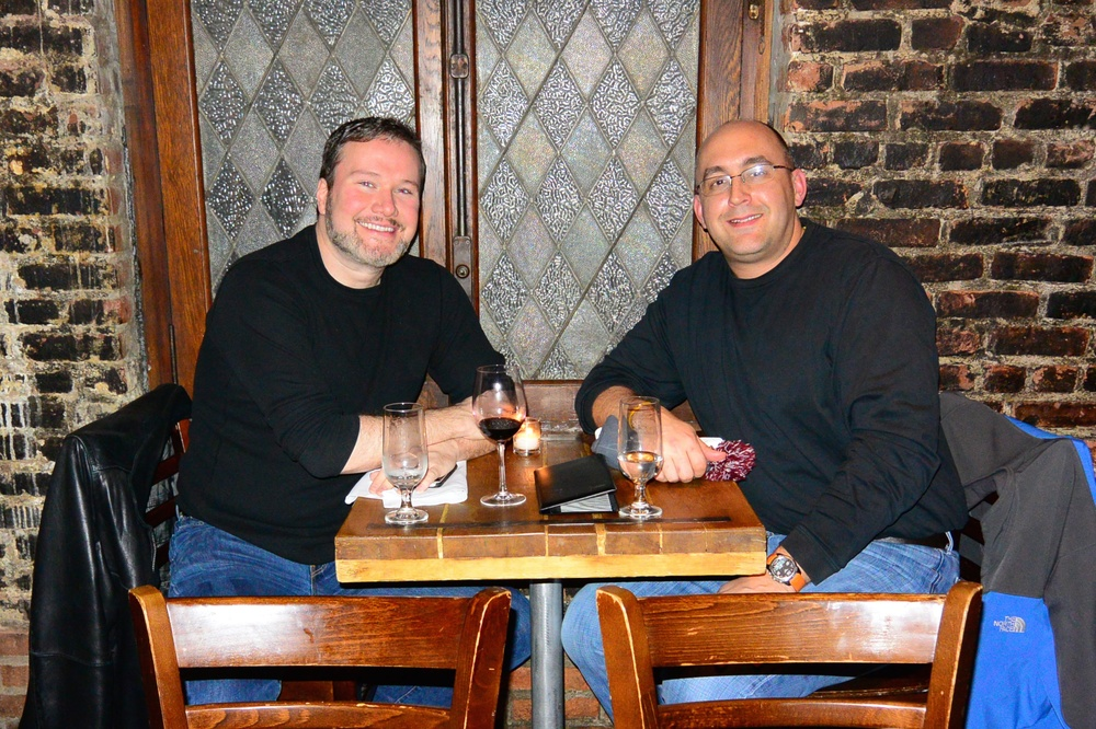Meeting up with my virtual twin, Jason. We even showed up wearing the same exact clothes! LOL!!! I love this guy... :)