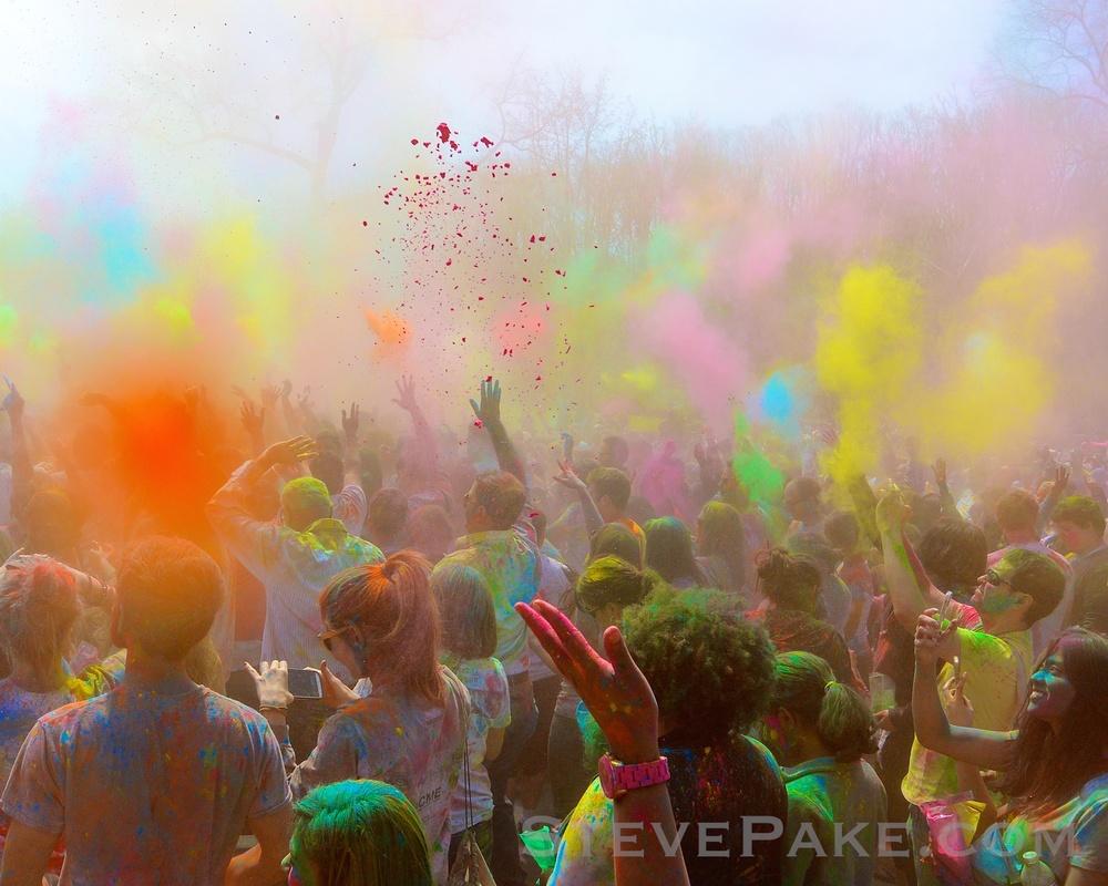The Nikon AW1 does a Hindu color festival!