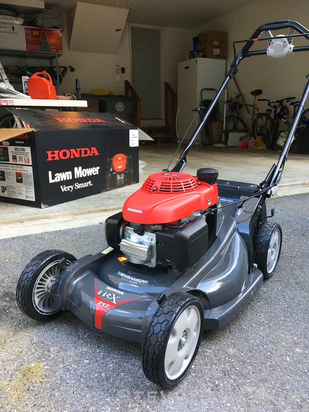 Honda fire-breathing GCV190 powered self-propelled lawn mower. VTEEEEEC!!!!!!!