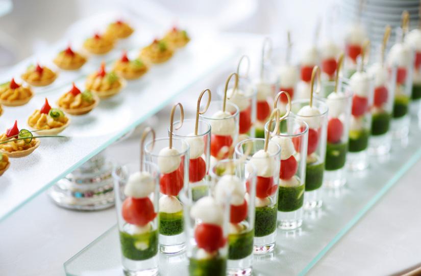 FINGER FOOD & PASTICCERIA SALATA      Deliziosi stuzzichini e antipasti gourmet, una valida alternativa per chi non ama la cucina nipponica.
