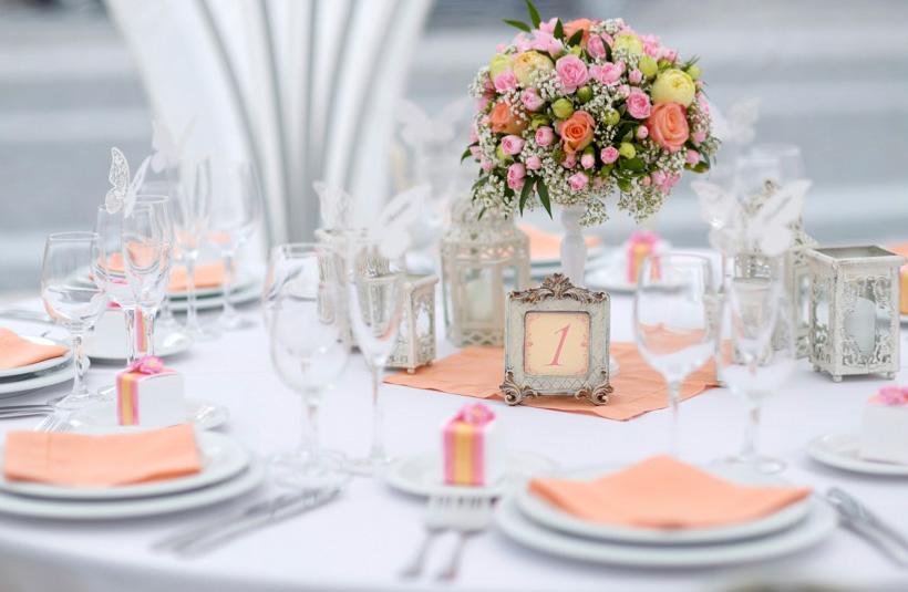 LOCATION & ALLESTIMENTI   Un lounge elegante o un ambiente più informale, allestimenti su misura per ogni occasione.