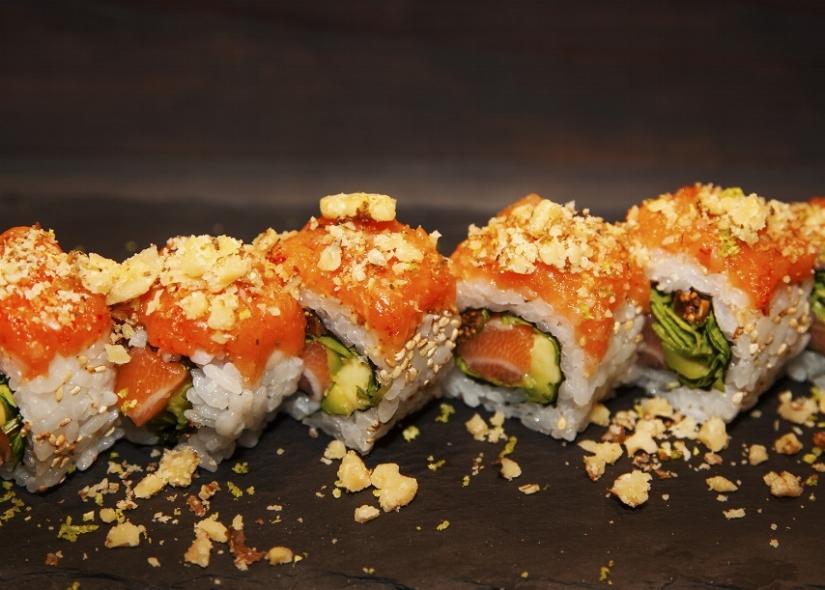 SUSHI & CUCINA GIAPPONESE Dalle tartare ai roll, un'ampia varietà di proposte direttamente dal menu del nostro ristorante.
