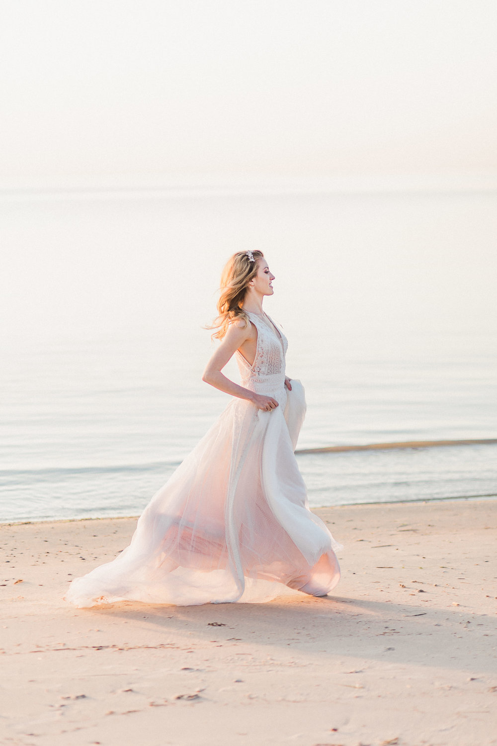 HOST WINNIPEG | BEACH WEDDING | WINNIPEG WEDDING