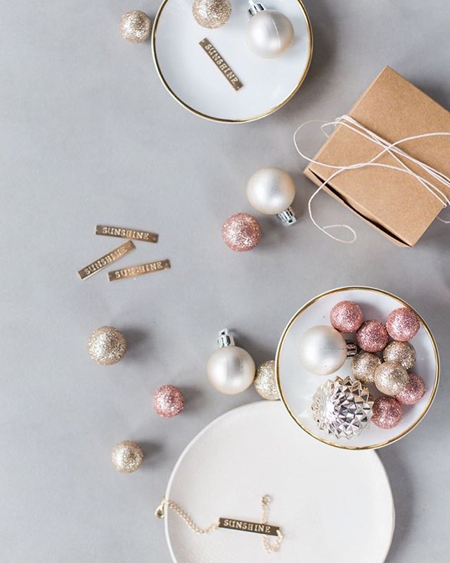 A little🎄🎁🎅🏻 from @tanessalenayphotography  for @youaremysunnshine_ that I had the pleasure of styling a few weeks ago ✨ . . . . . #local#shoplocal#supportlocal#mycreativebiz#thehappynow#livecolorfully#thatsdarling#pursuepretty#blogger#lifestyleblog#flashesofdelight#shineon#creativepreneur#soloverly#thatsdarling#risingtidesociety#creativeentrepeneur#creativelifehappylife#livethelittlethings#abmhappylife