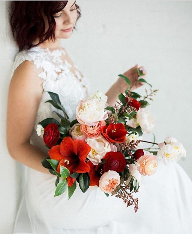 Obsessed with this gorgeous inspiration from @estherfunkphotography for @academyflorist ☺️💍💋 #february .