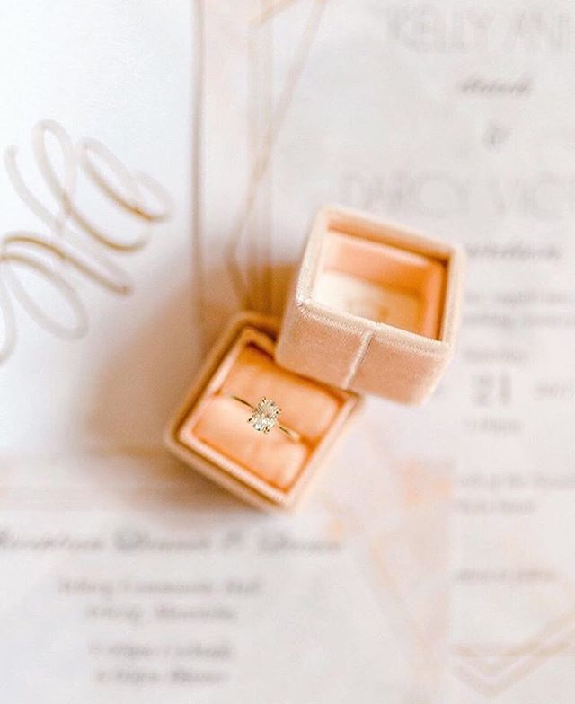 Oh just some stunning eye candy from @aimeedelalandephotography for your Thursday afternoon ✨✨✨ #winnipegweddings .