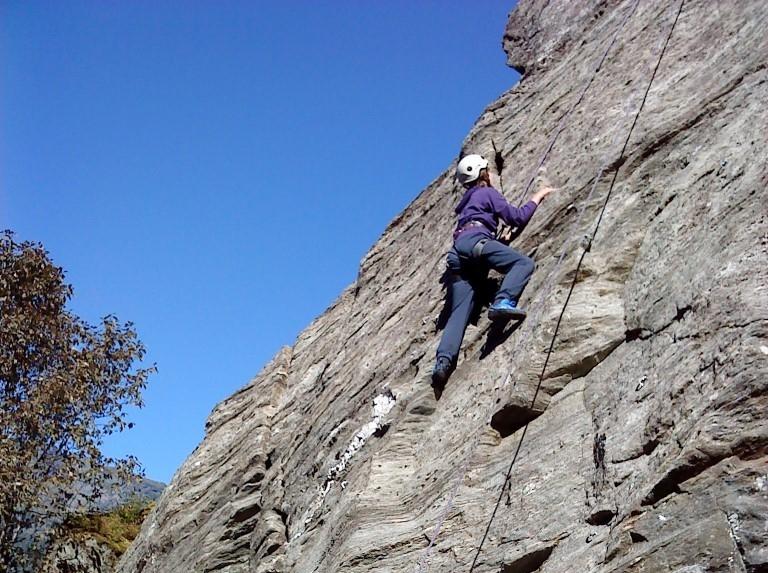 Fortun 4H i Luster har mellom anna eit klatrefelt med løyper av ulik vanskegrad på naturmøteplassen. Foto Else Steig (Medium).JPG