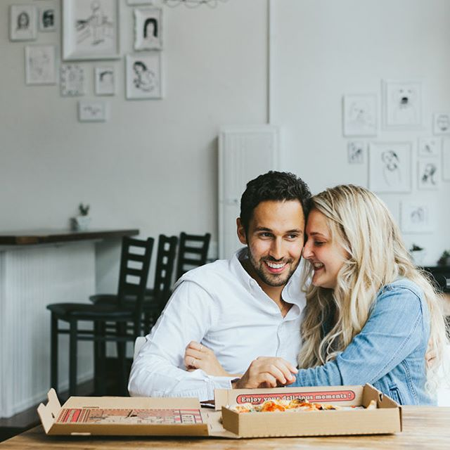 Nothing better than love + pizza 😍 Morgan & Lorenzo's engagement shoot now on the blog  Pizza Location @nonavopizza 👌🏽