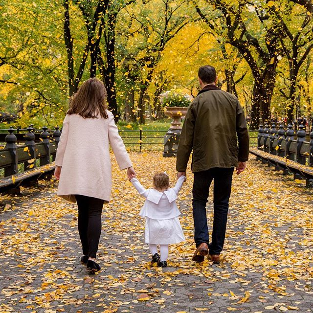 This past Saturday was a little cloudy and gloomy in the morning. It made for the most magical day in Central Park. Few tourists and perfectly overcast for photos. 🍂 . . . . . .#familyphotoshoot #instavsco #familyphoto #junelightphotography #instagram #instagood #instatravel #centralpark #nyc #beautiful #travelphotography #fall #autumn #newyork