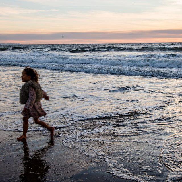 Under the pier 🌻🌊 . . . . . . . . #junelightphotography #beautiful #beach #family #familyphotography #portraitphotography #vscofilter #vsco #vscocam #love #insta #instapic #venice #losangeles #la #familyphotoshoot #ocean #beachlife #beach #picoftheday