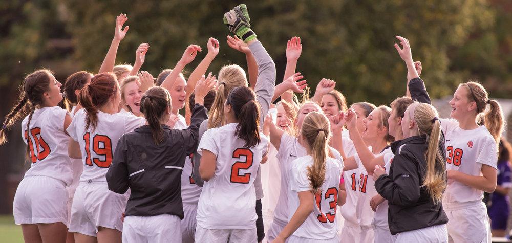 slp varsity girls' soccer 2015.jpg