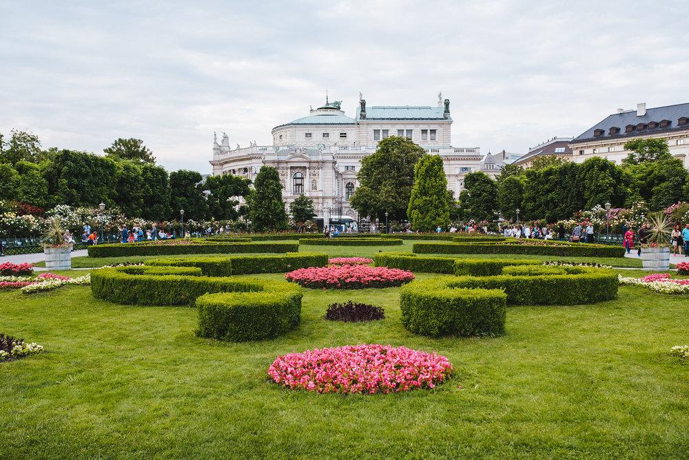 Vienna-Engagement-Photographer-1.jpg