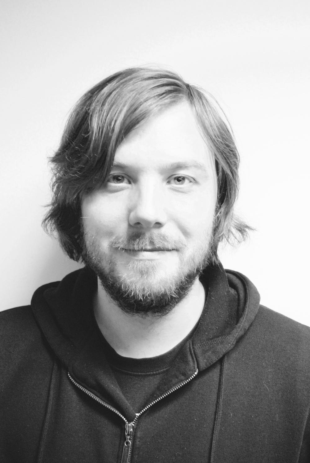 Portrettfotografi i gråtoner av   Torgeir Iversen, gitar, bass og tromme og band lærer ved Feedback Studios.