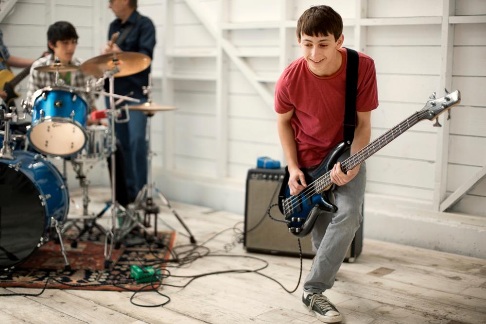 Bassgitar - Å være selve hjertet av bandet… Det er dette som er oppgaven til bass og trommer :)