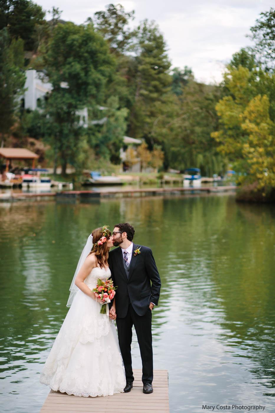lakeside-kiss-malibou-lake-lodge-wedding-mary-costa-photography.jpg