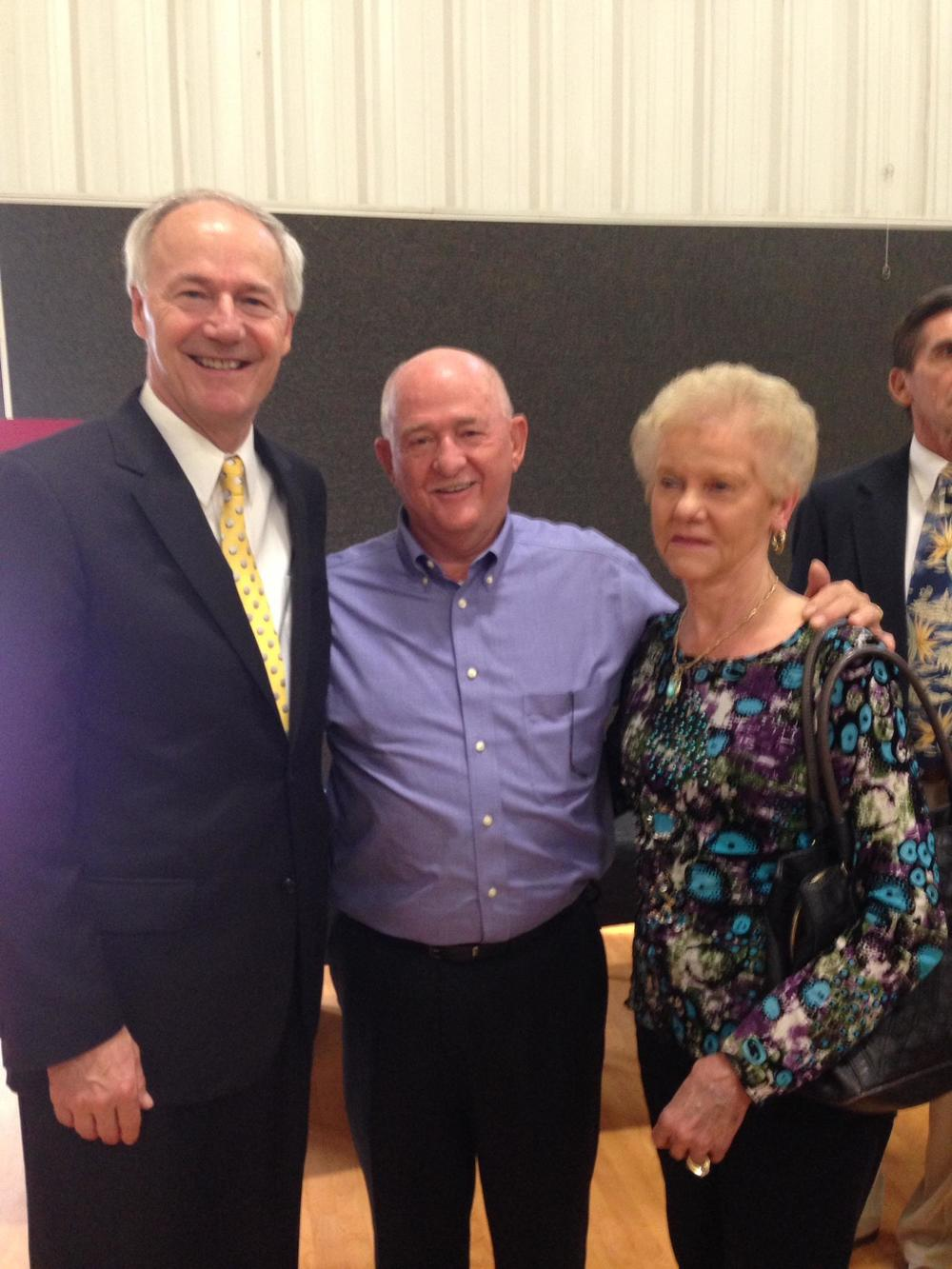 Arkansas Governor Asa Hutchinson with family of P.E.A.R.L. founder Karen Slater at Drug Court graduation ceremony (May, 2015)