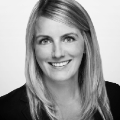 Sarah Buckle - Translink - Membre du comité de nomination du CRITUCEn tant que directrice des risques et de la durabilité d'entreprise, Sarah est responsable de s'assurer que les efforts de durabilité et de gestion des risques de l'entreprise améliorent la performance des entreprises et influencent la planification stratégique à la South Coast British Columbia Transportation Authority (TransLink). Sarah assure la liaison avec le comité des finances, le vérificateur général et l'équipe de direction de TransLink sur la conformité aux risques et à la durabilité. En tant que directrice, Sarah préside le comité consultatif sur le développement durable qui assure le leadership et l'orientation stratégique des initiatives clés en matière de durabilité de TransLink et siège au comité directeur chargé d'élaborer la stratégie de flotte à faible teneur en carbone de TransLink. Dans le cadre de cette initiative de flotte à faible teneur en carbone, TransLink est fière de participer à l'essai pancanadien de démonstration et d'intégration d'autobus électriques. Le leadership de Sarah en matière de développement durable a contribué à ce que TransLink soit la première organisation de transport en commun au Canada à obtenir le statut Platine de durabilité de l'American Public Transportation Association.