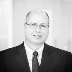Peter Crockett - County of Oxford  - Trésorier du CRITUCPeter Crockett, P.Eng. a acquis une solide et vaste expérience technique dans les domaines suivants : planification et ingénierie du transport et du transport en commun; ingénierie du trafic; examen du développement et ingénierie; et ingénierie et construction. Peter est responsable de la gestion des personnes, des programmes et des ressources auprès de diverses organisations depuis 1988 et à un niveau supérieur depuis 1997. Il a participé et/ou a dirigé diverses initiatives de gestion organisationnelle, notamment, l'élaboration et la mise en œuvre de plans stratégiques; l'engagement des partenaires; la révision des programmes; les évaluations de rentabilité et d'efficacité; la gestion du changement; le changement organisationnel; la mise en œuvre de la fusion municipale, et le développement du leadership. Peter est actuellement le directeur administratif du County of Oxford. Avant de se joindre au County of Oxford, Peter a occupé des postes à la ville d'Edmonton, au Mohawk College, à la Region of Peel, à la ville de Hamilton, à la Region of Halton et à la ville de Toronto.