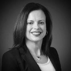 Jennifer McNeilL - New Flyer  - Membre du comité de nomination du CUTRICJennifer McNeill s'est jointe à New Flyer en 2012 et est responsable de l'équipe de gestion des contrats et des soumissions, ainsi que de la conception et de la livraison du soutien stratégique des ventes, du marketing et des programmes connexes de développement des affaires. Elle fournit également une orientation pour les activités d'intelligence d'affaires stratégiques. Avant de se joindre à New Flyer, Jennifer a occupé des postes de haute direction et de haute direction en ingénierie, qualité, ventes et stratégie d'entreprise et, plus récemment, vice-présidente des ventes, du marketing et du développement des affaires chez Standard Aero. Jennifer est diplômée de l'Université du Manitoba où elle a obtenu son diplôme en génie mécanique et un MBA. Jennifer est un ingénieur professionnel.