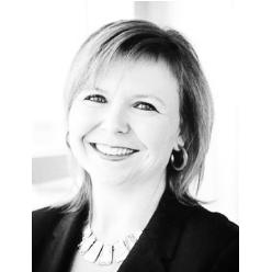 Emmanuelle Toussaint - Nova Bus  - Membre du comité de nomination du CRITUCEmmanuelle Toussaint a débuté en 2013 en tant que conseillère juridique corporative et était partie prenante des équipes de gestion de Prévost et de Nova Bus. Elle a travaillé pour Volvo Bus Corporation en Suède en 2015 avant d'être nommée vice-présidente aux affaires juridiques de Prévost et Nova Bus. Emmanuelle a pris la responsabilité supplémentaire des affaires publiques, y compris la communication et les affaires réglementaires, en mars 2016. Elle est membre du conseil d'administration de Volvo Group Canada Inc. et de Prévost Car (É.-U.) Inc. Emmanuelle a 20 ans d'expérience dans les affaires juridiques et possède une vaste expérience dans la gestion et l'administration. Avant de se joindre à Volvo, elle a été l'une des directrices au sein du département juridique de la Ville de Québec et a travaillé auparavant dans différentes entreprises dans les domaines médical, aérospatial, logiciel et universitaire, où elle mené une variété de rôles juridiques, réglementaires et commerciaux. Elle est membre du Barreau du Québec et détient un baccalauréat en droit et une certification en administration de l'Université Laval.