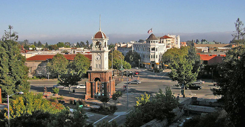 1024px-Downtown_santa_cruz,_cropped.jpg