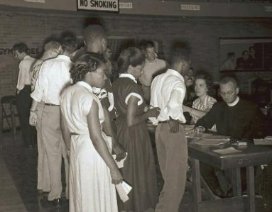 Students lining up to register, 1951. All photos courtesy of Saint Louis University Libraries Digital Collections.